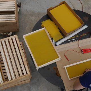 16 05 26 preparation cadre cire ruche (3)